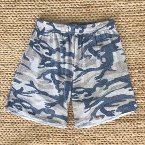 Shorts camuflado menino